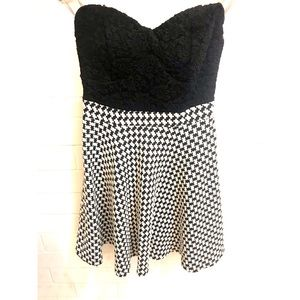 Dresses & Skirts - Houndstooth dress, black lace sweetheart lace top